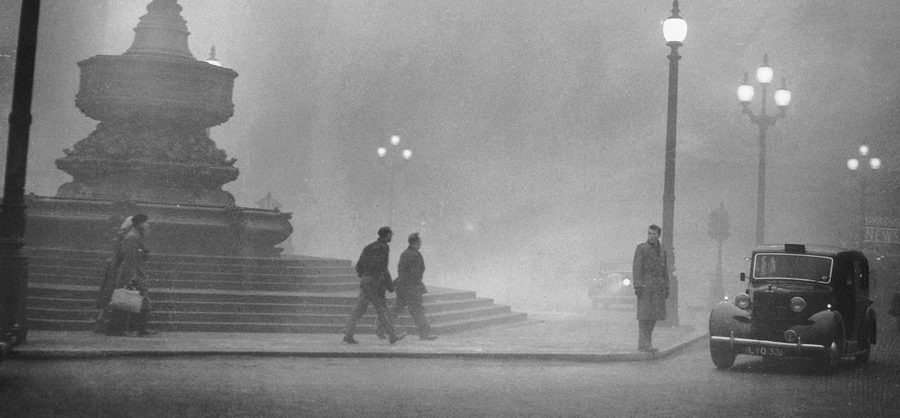 London, 6 December 1952. Getty Images.